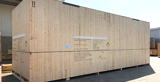 Ihre Ware verpacken wir für Seefracht, Luftfracht und für den Landtranport – als Stückgut oder im Container.